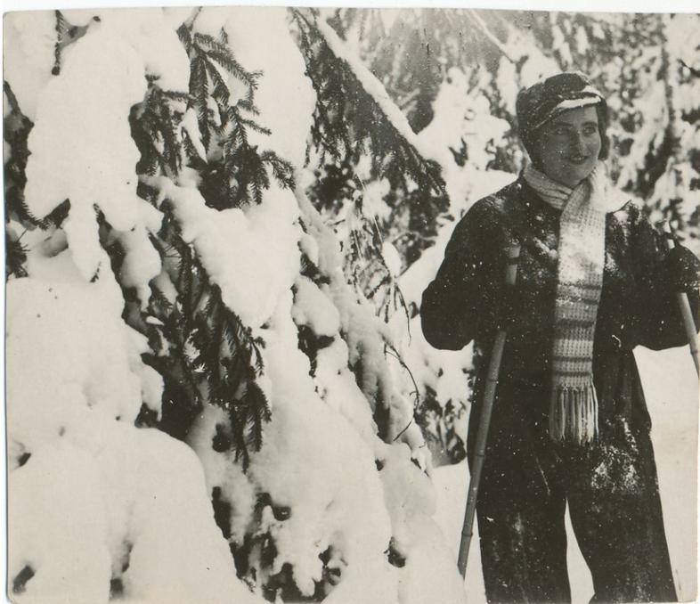 Wiesława Borkowska with skiis, 1934
