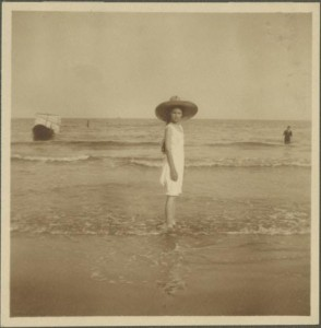Karolina Lanckorońska nad morzem