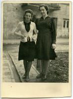 Amelia Krzysiak z przyjaciółką - nieznany