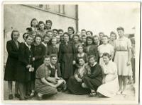 Uczennice szkoły pani Michaliny Sobolewskiej z panią Poznachowską - nieznany