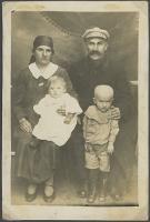 Jan Mroczkowski z żoną i dziećmi - nieznany
