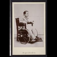 Portret Alfreda Paderewskiego, syna Ignacego Jana Paderewskiego i Antoniny z Korsaków, na wózku inwalidzkim, w wieku ok. 20 lat - Thibault, Georges (fl. ca 1900)
