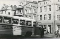 Bibliobus Biblioteki Objazdowej WiMBP w Olsztynie na rynku w Bydgoszczy