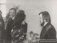 Katowice, ul. Korfantego, 1974 r. Ślub cywilny Jerzego Kukuczki i Cecylii Kukuczki, po lewej Ignacy Nędza