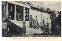 Wilna - Vom östlichen Kriegsschauplatz. Deutsche Offiziere varlassen nach einer Besichtigung das Feldlazarett, welches in einem polnischen Schloss eingerichtet ist. - Kühlewindt, A.