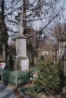 Kamienny krzyż na cokole i kolumnie [Stare Panewniki] - Wieczorek, Zofia. Fot.